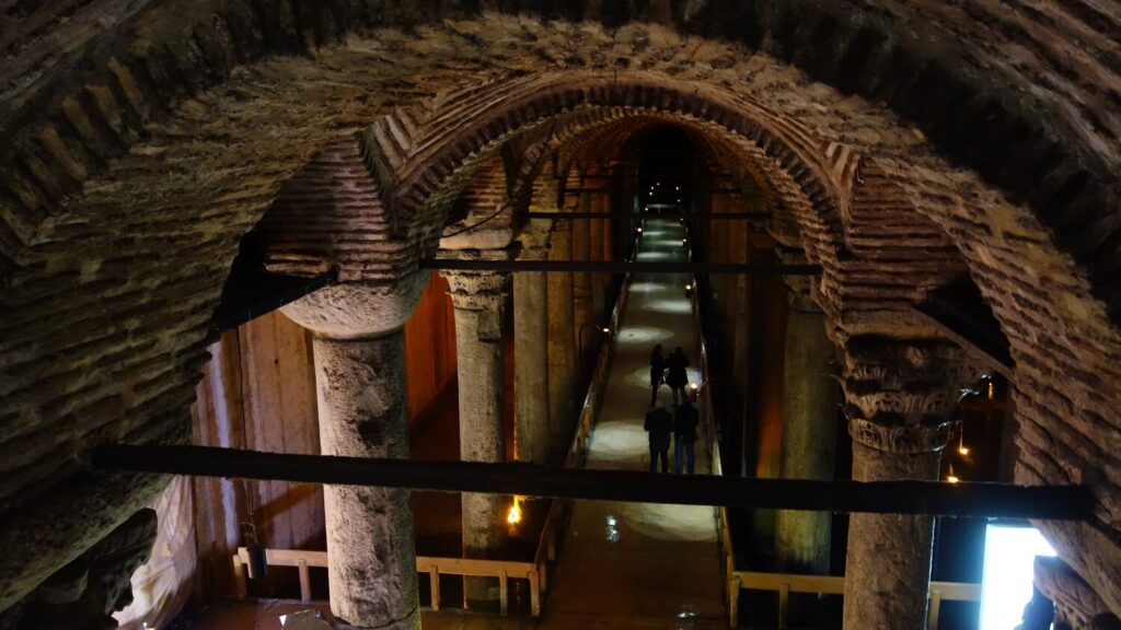 Вид с лестницы в Базилике Цистерне