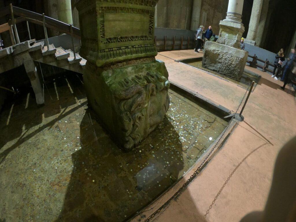Головы Медузы в Базилике Цистерне