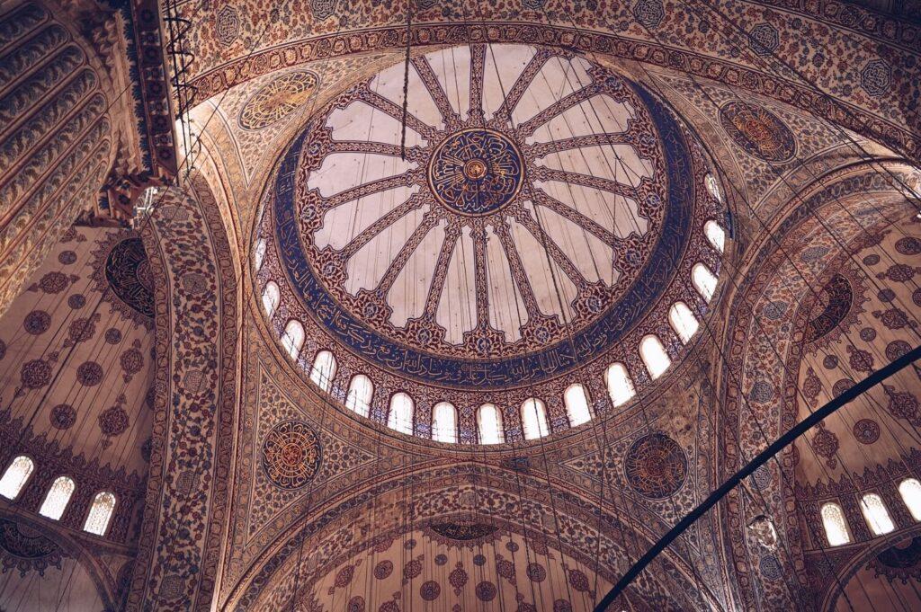 Арабская каллиграфия в Голубой мечети