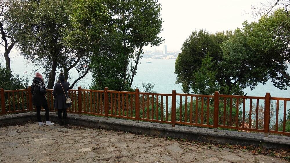 Вид на противоположный берег парк Фетхи Паша
