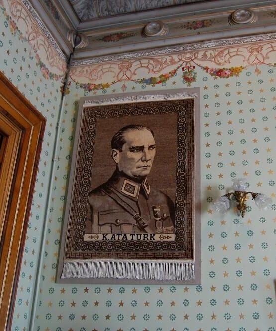 Портрет Кемаля Ататюрка в Долмабахче