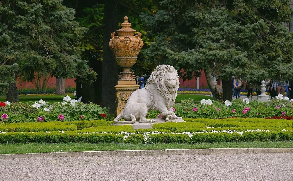 Сады во дворце Долмабахче