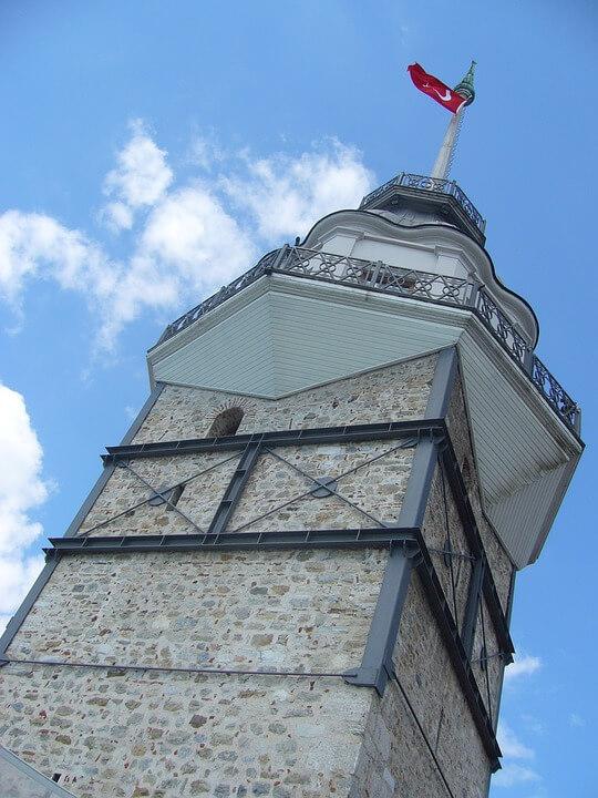 Вид на Девичьи башни в Стамбуле