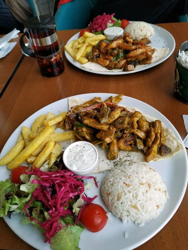 Еда в кафе, парк Фетхи Паша