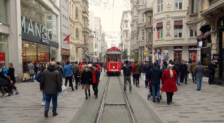 Красный-трамвай-в-Стамбуле