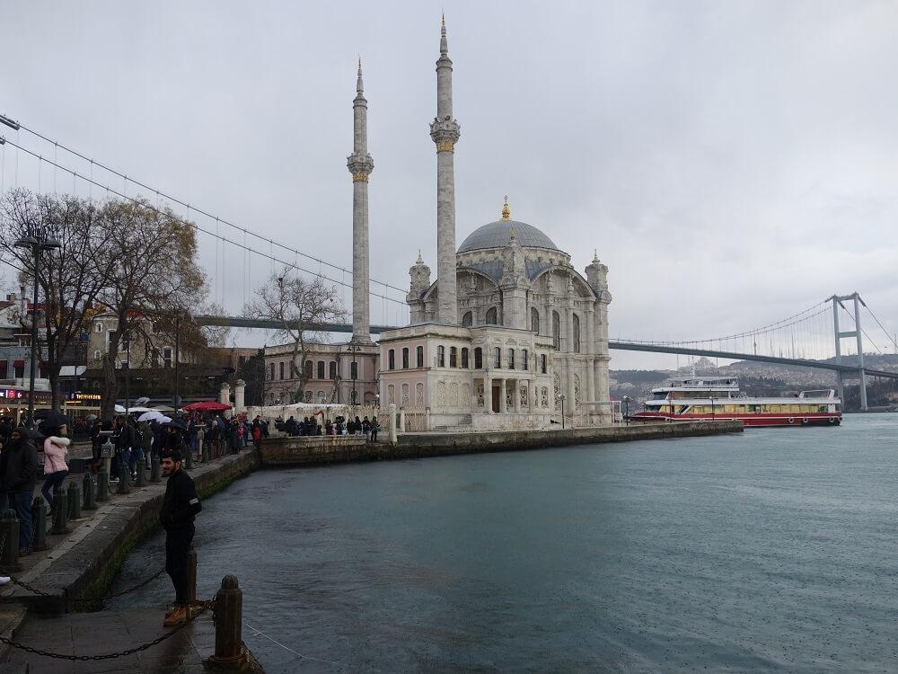 Мечеть Ортакёй в дождь
