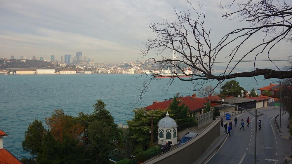 Улица рядом с парком Фетхи-паша