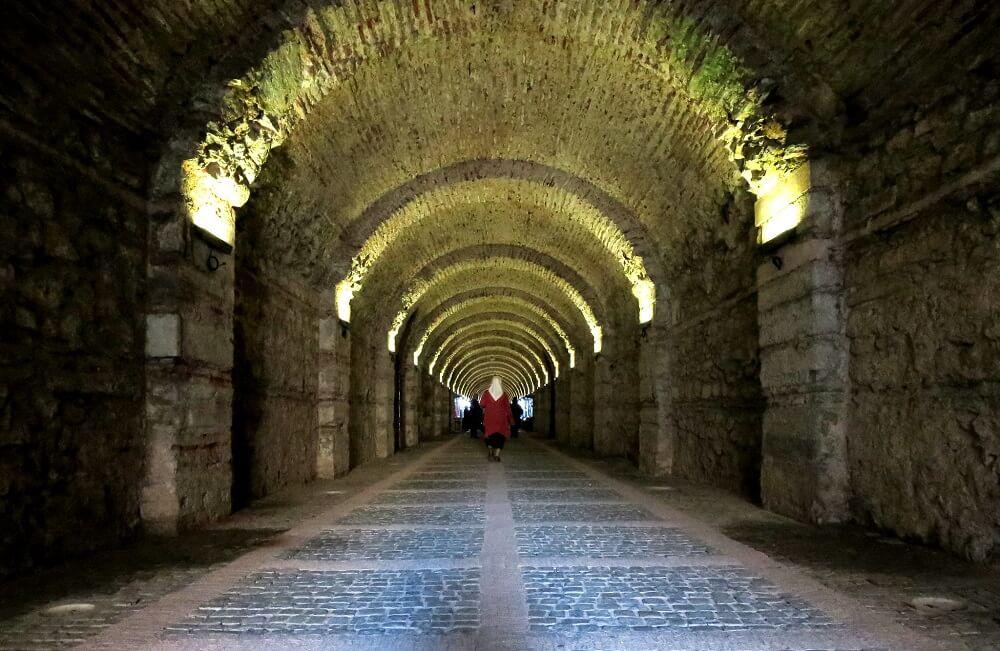 Тоннель во дворце Бейлербейи в Стамбуле